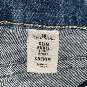 H&M Jeans - H&M size 25 light wash denim
